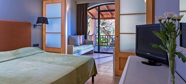 hotel in corfu - aeolos beach resort - corfu travel agency