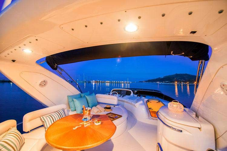 Azimut-002-luxury-yacht-hire-in-corfu