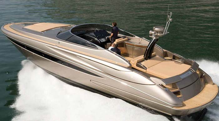 riva-001-luxury-yacht-hire-corfu