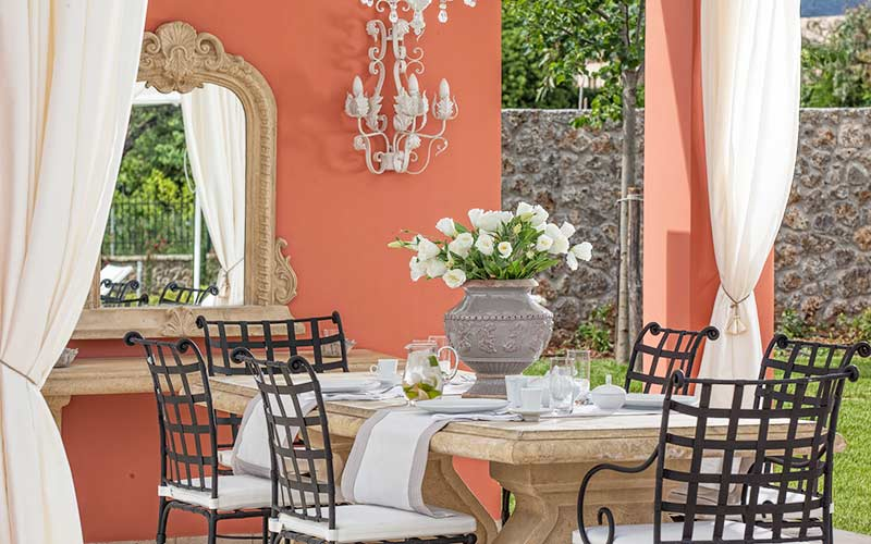 Villa-Lilly-Outdoor-Dining-Table