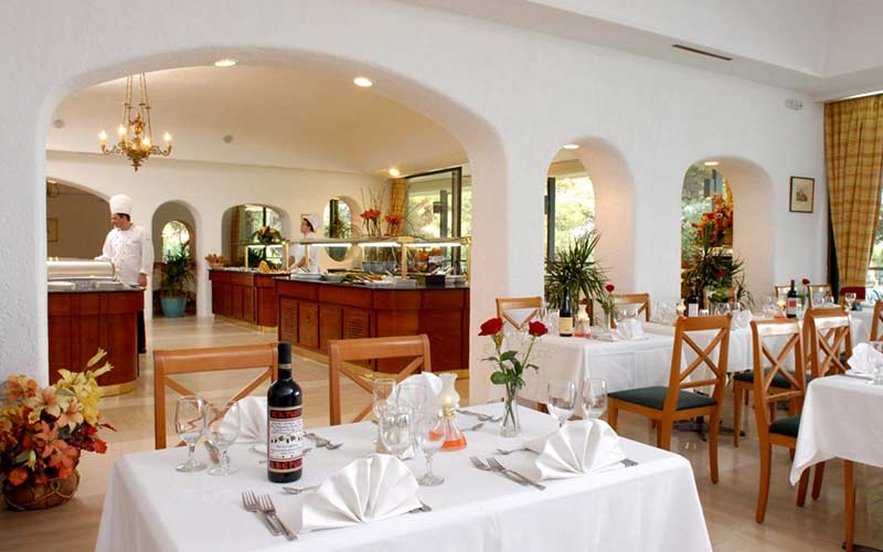 CORFU-HOLIDAY-PALACE-HOTEL-RESTAURANTS-BARS-5-1170x783