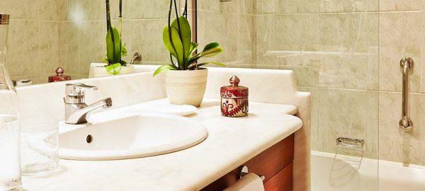56-Double-Room,-Bathroom-details_72dpi