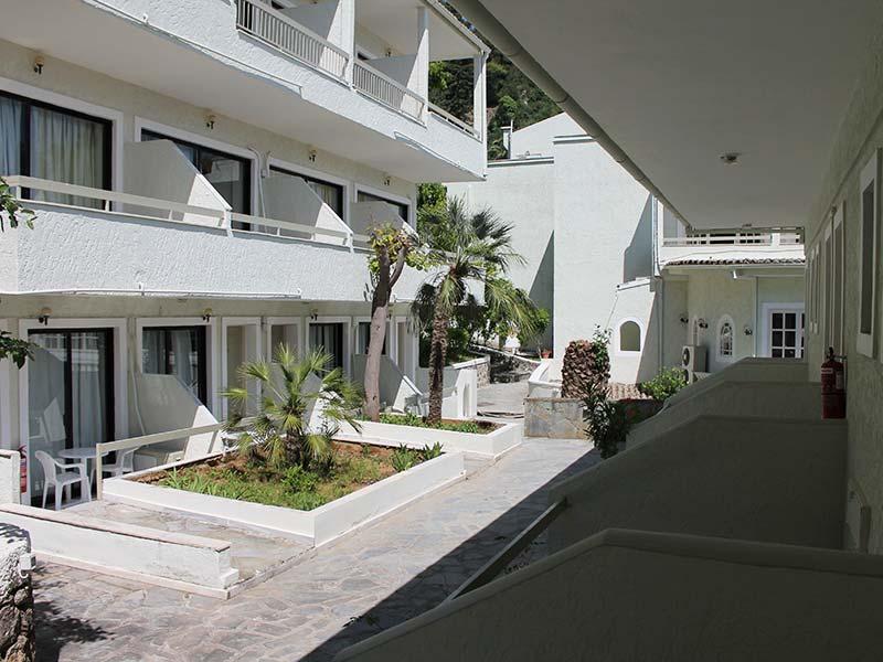 benitses-bay-hotel-corfu-exterior-6