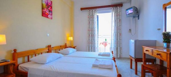 Prassino-Nissi-Standard-DBL-Room