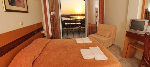 hellinis-hotel-double-room-1